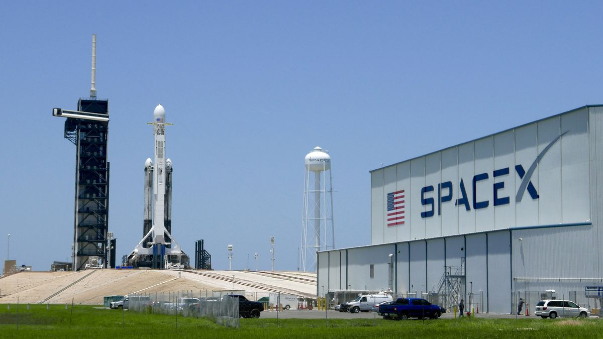 SpaceX delivers 'mighty mice,' worms, robot to space station