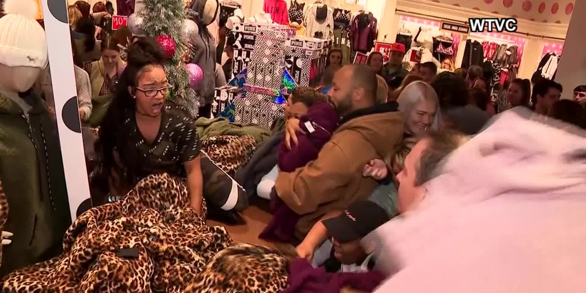 WATCH: Aggressive shoppers rush into Victoria's Secret on Black Friday
