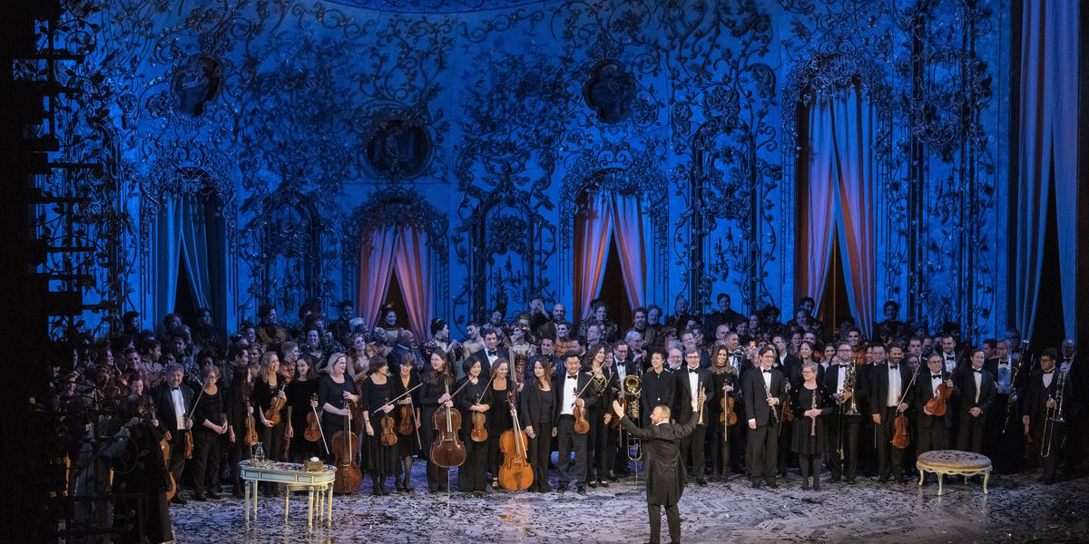 Met orchestra onstage for bows behind Nezet-Seguin