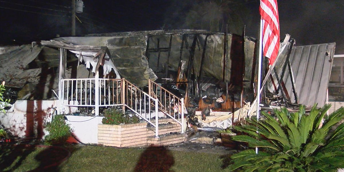 Man safely escapes Nokomis house fire