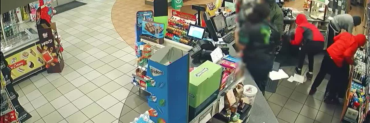 Four males hold clerk at gunpoint in armed robbery at 7-11 in Venice