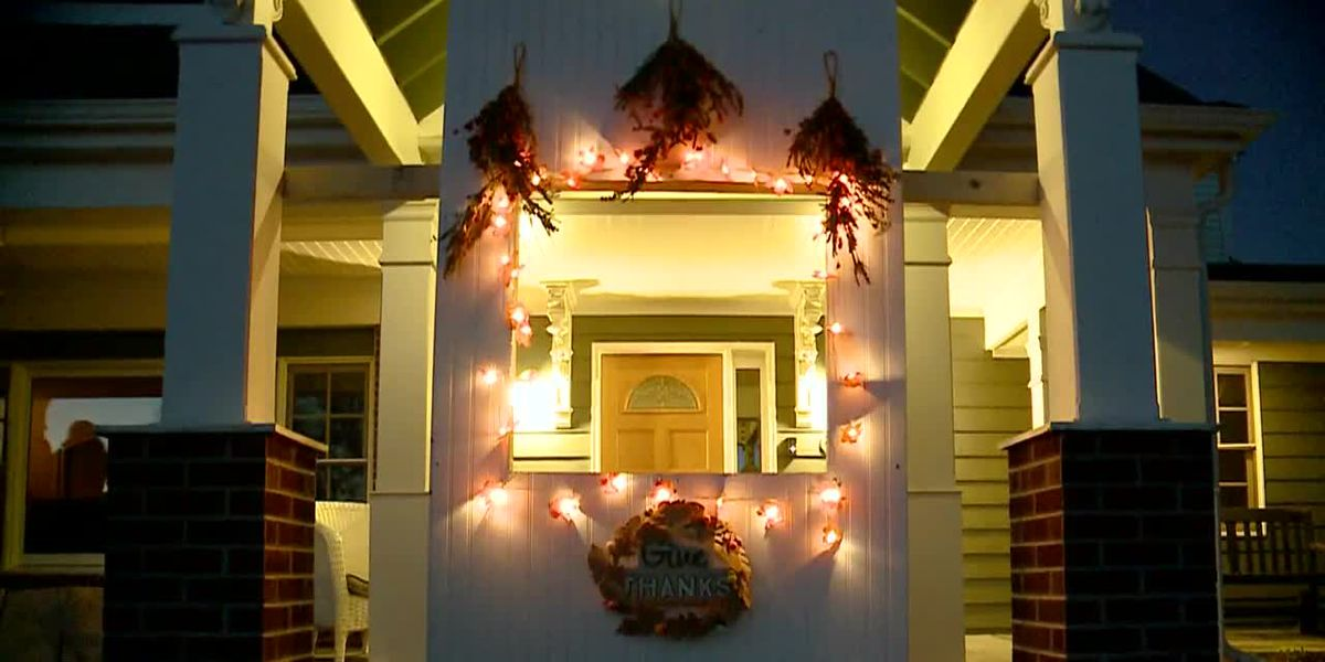 Family builds drive-thru window at home for Thanksgiving