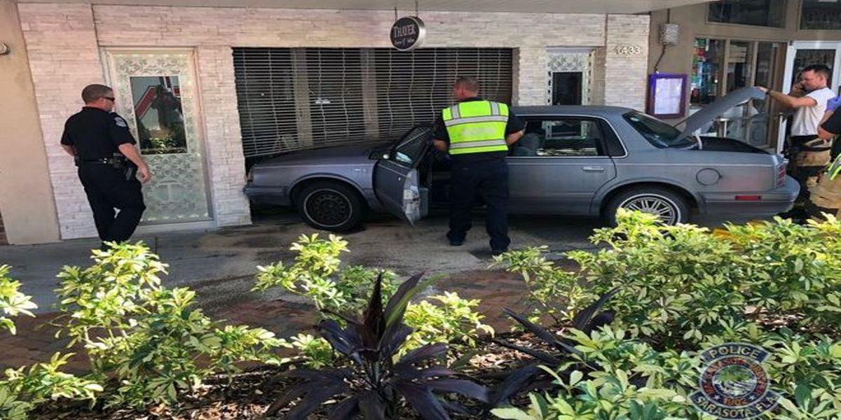 Jewelry store closes after car crashes into their downtown Sarasota building