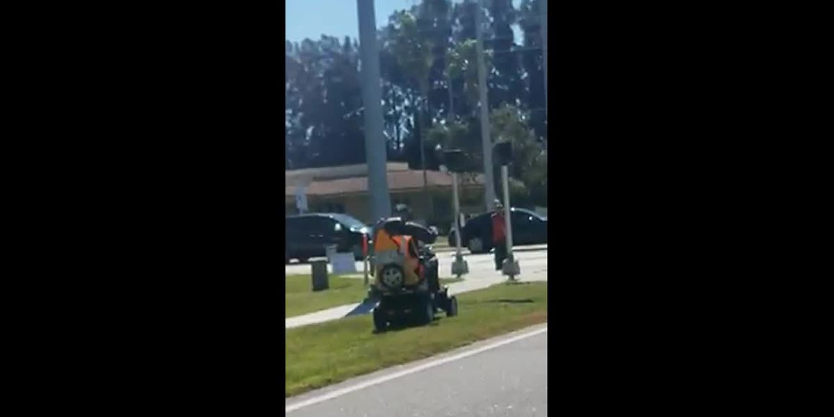 VIDEO: Elderly man in electric cart picks up other's trash
