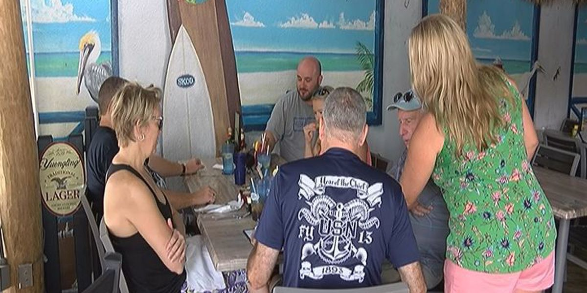 Red Tide Continues to Impact Some Siesta Key Businesses Over the Holiday Weekend