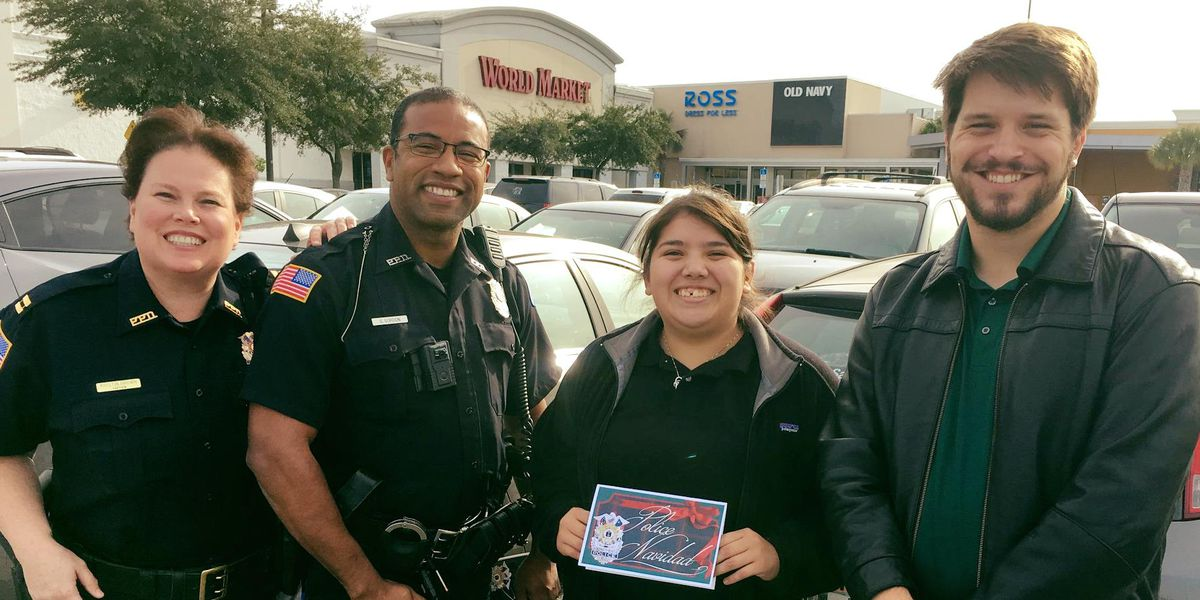Good Cheer: Police officers in Pensacola reward kindness with gift cards