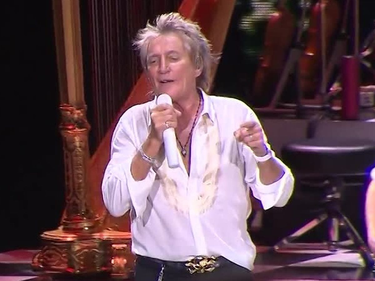 Rod Stewart reveals he battled cancer for three years