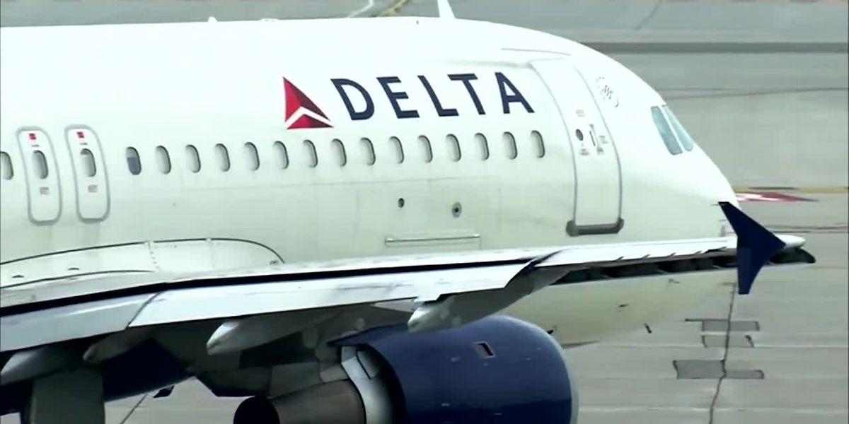 Delta flight attendant writes special note to deaf teen passenger