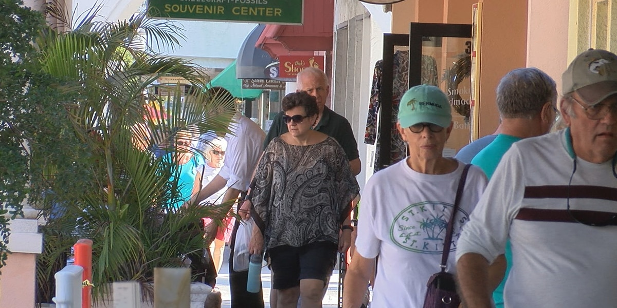 Suncoast residents flock to local stores on Small Business Saturday