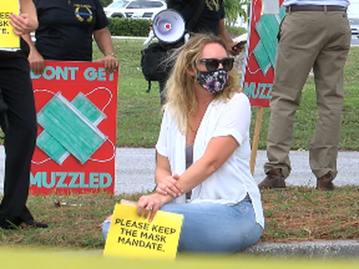 Sarasota County school board votes to continue the mask policy