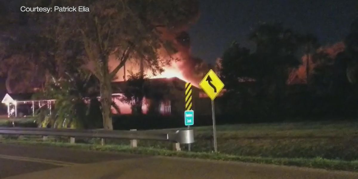 Fire destroys RV, threatens home in Manatee County