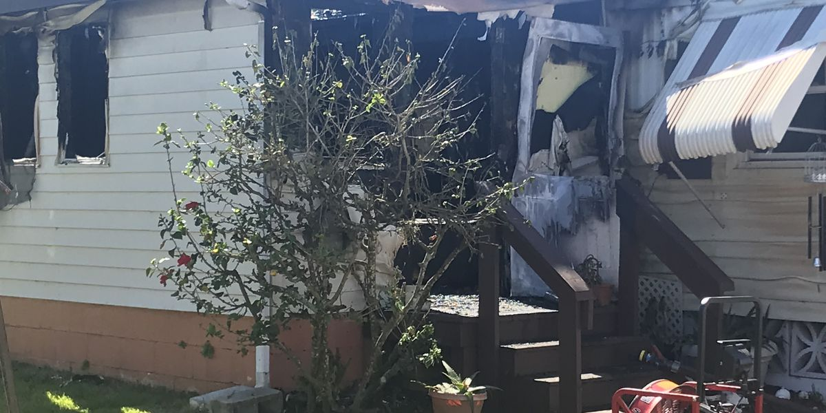 VIDEO: Mobile home goes up in flames in Sarasota