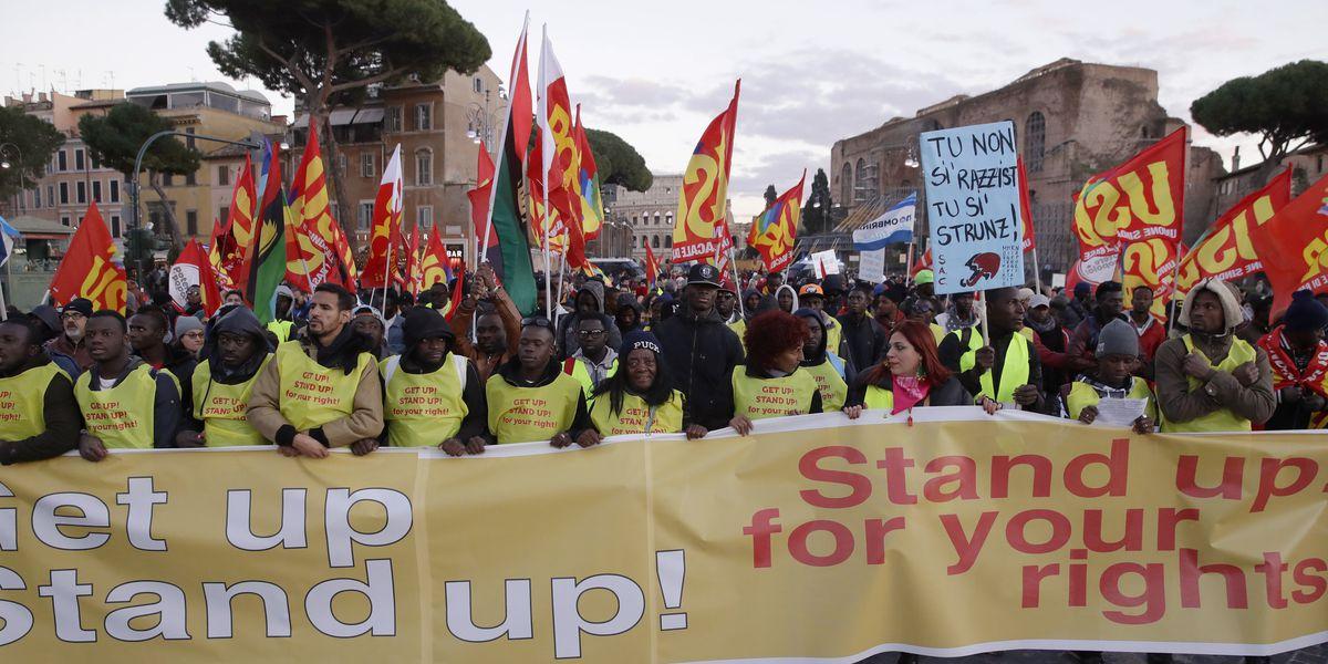 Police, anti-migration protesters clash at EU headquarters