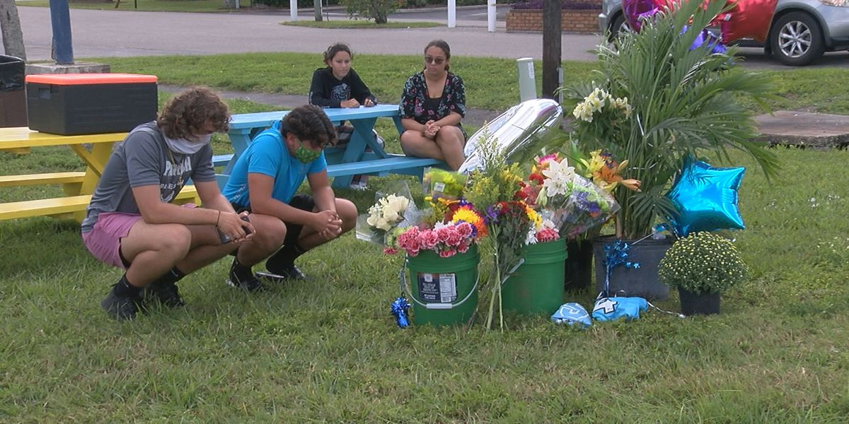 Memorial grows for 17-year-old killed by a drunk driver in Ellenton