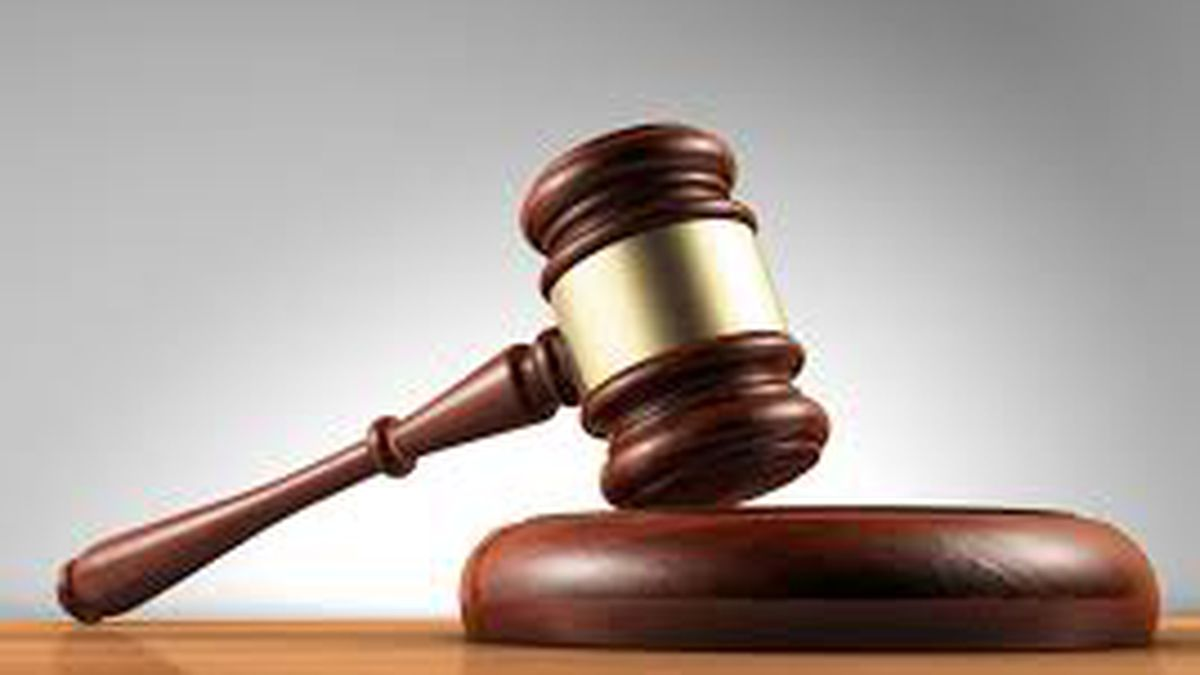 Judge won't drop suit against ex-deputy in school shooting