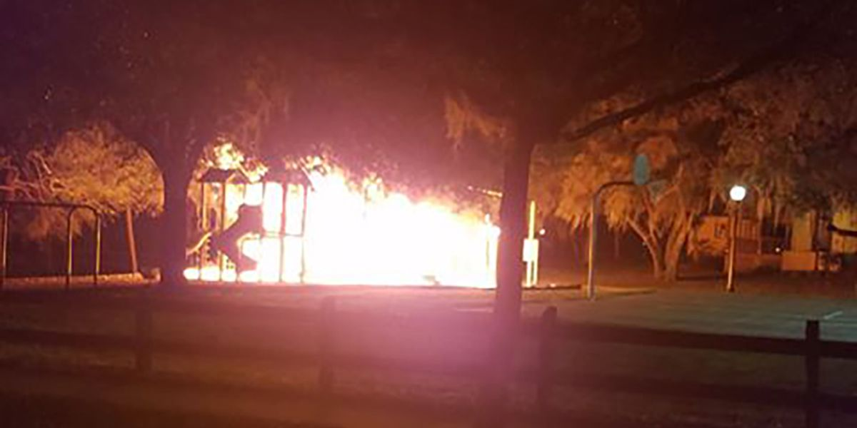 VIDEO: Suspects sought in playground fire at Pioneer Park in Sarasota