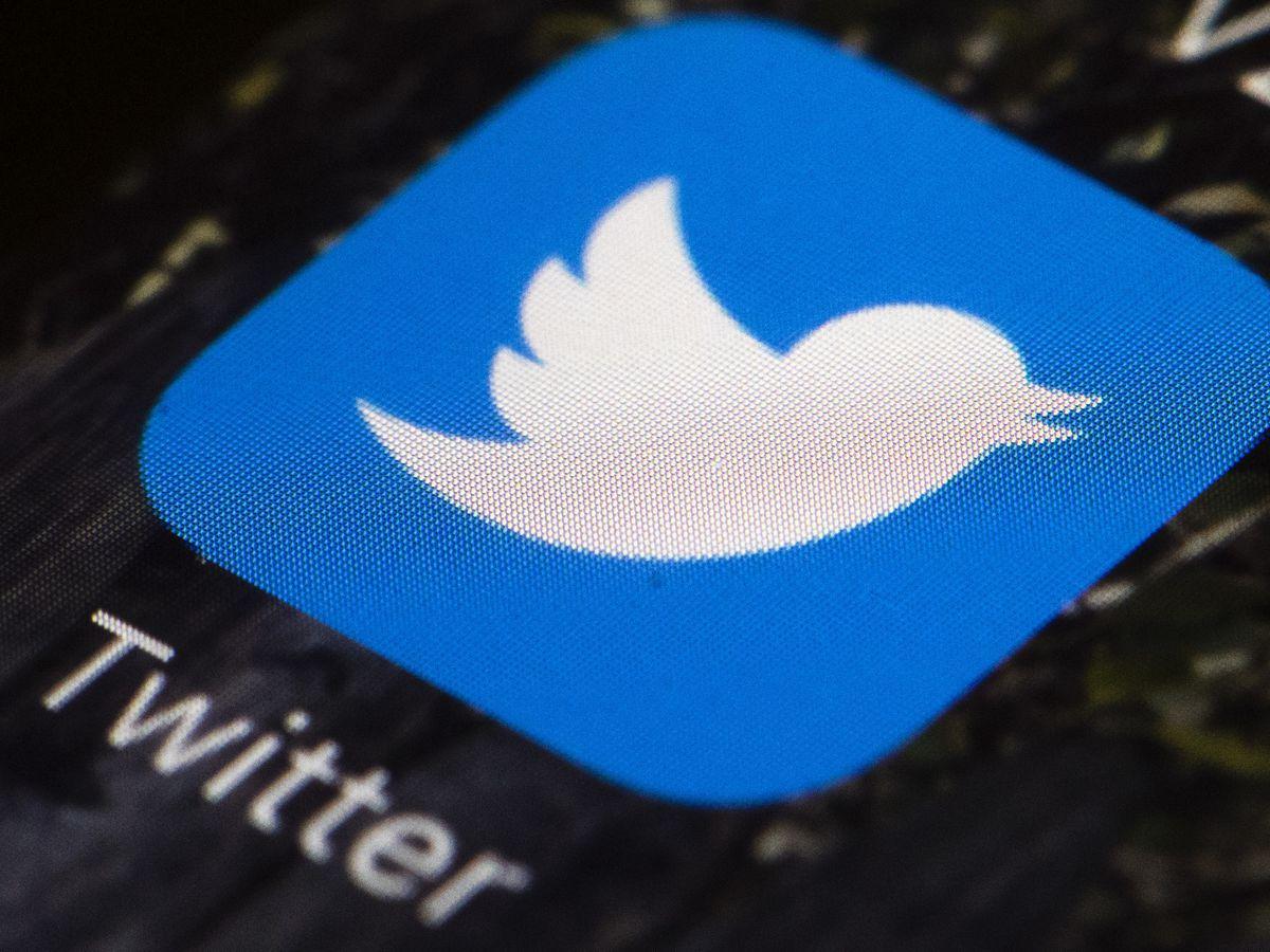 @POTUS resets as Twitter juggles presidential accounts