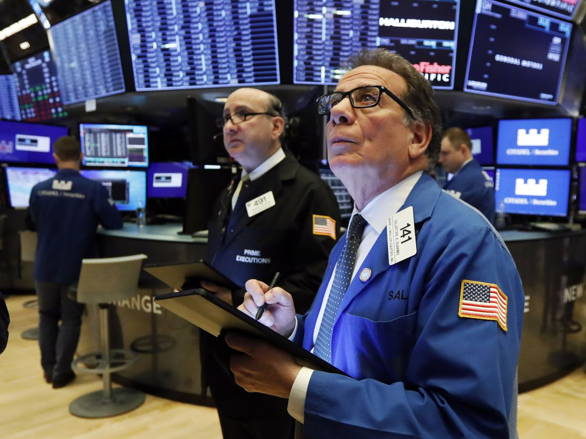 US economy grew at 2.1% rate in Q4 but virus threat looms
