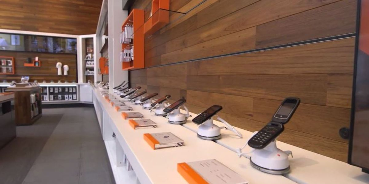 AT&T considers ads for cheaper phone bill