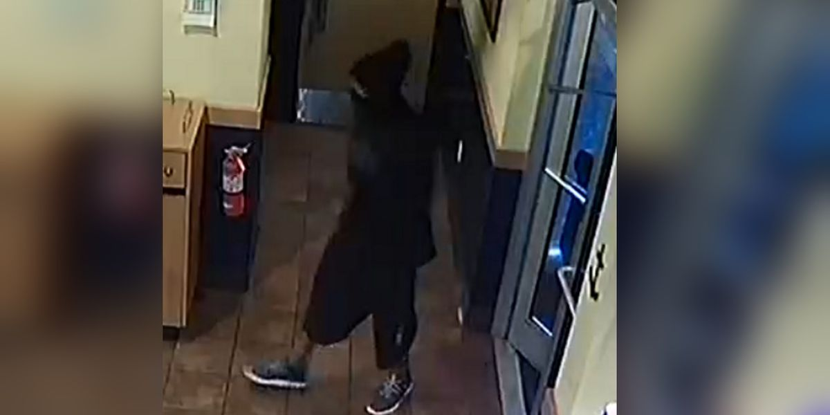 Armed robber fires round while demanding money from employees of fast food restaurant in Bradenton