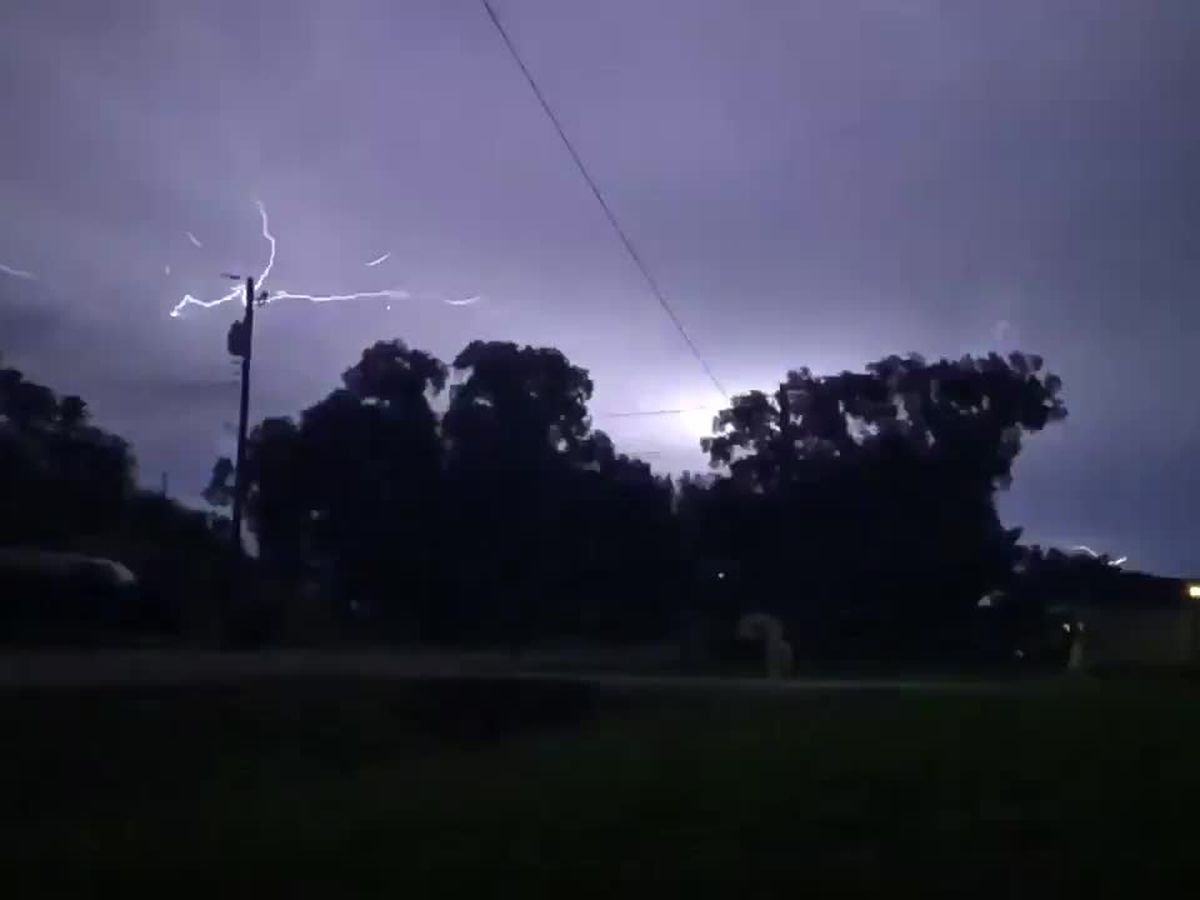 Woman captures mind blowing lightning video in Sarasota Springs in slow motion