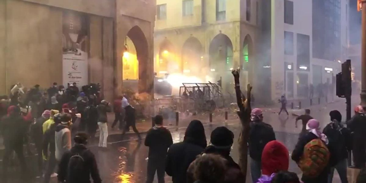 Anti-government protests turn violent near Lebanese Parliament
