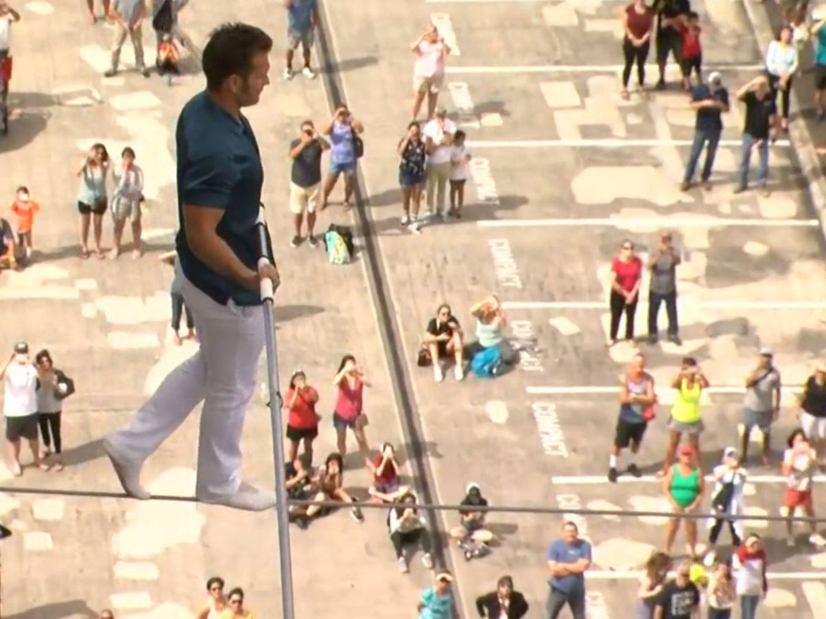 Daredevil completes heart-stopping highwire walk across Ala Moana Hotel towers
