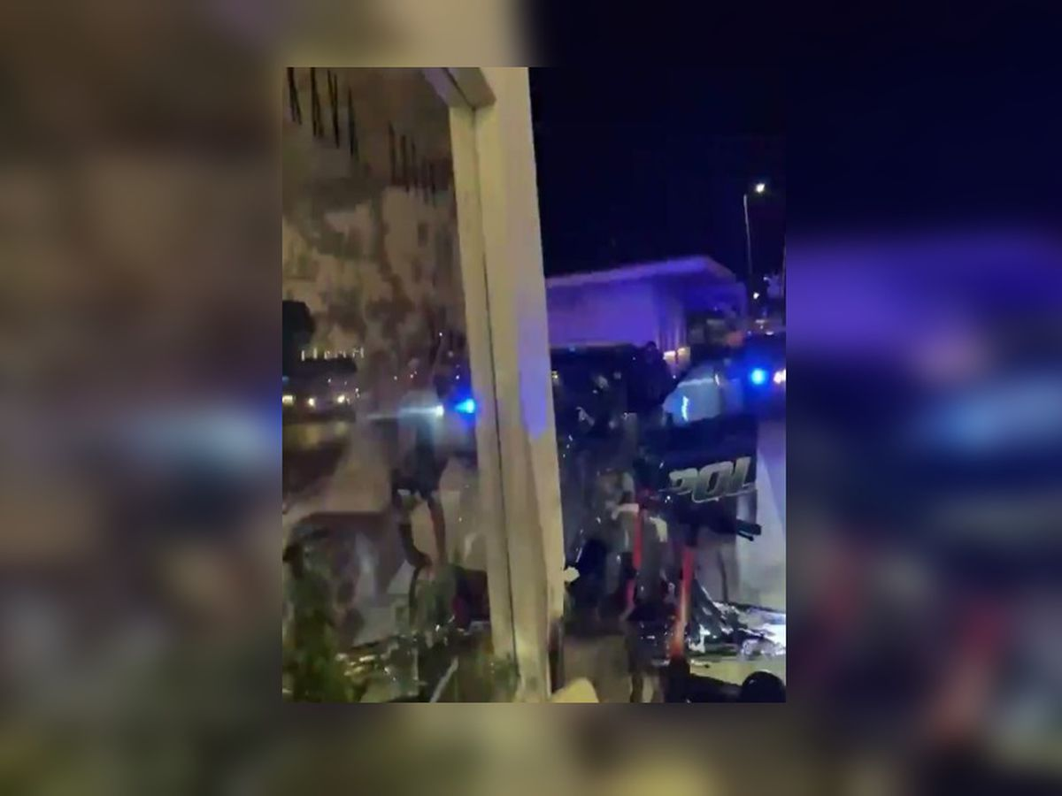 Tallahassee police cruiser crashes into coffee shop