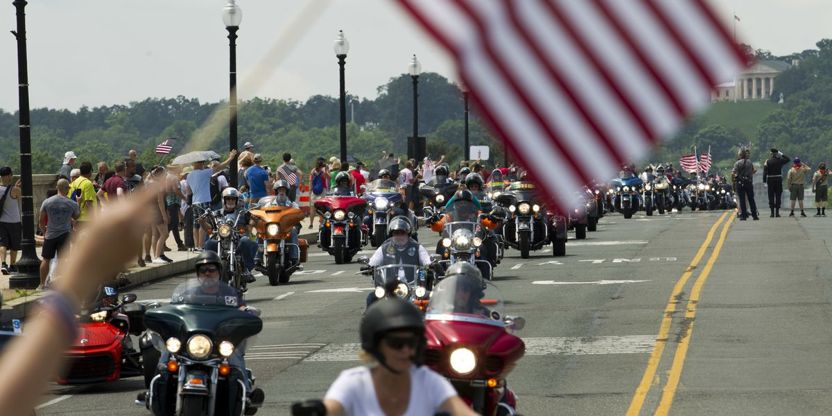City of Sarasota hosts Memorial Day parade and police warn drivers about tow away zones