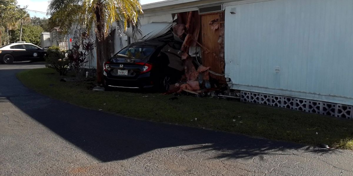 Car slams through wall of mobile home in Manatee County