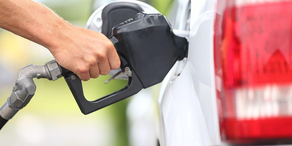 Florida gas prices 'Plummet' to below $2 a gallon