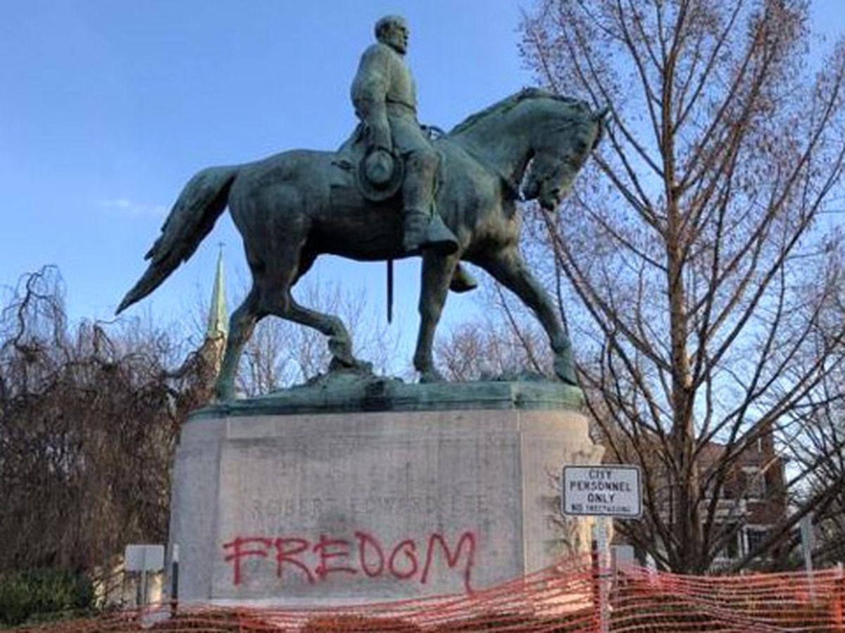 Robert E. Lee statue vandalized in Charlottesville