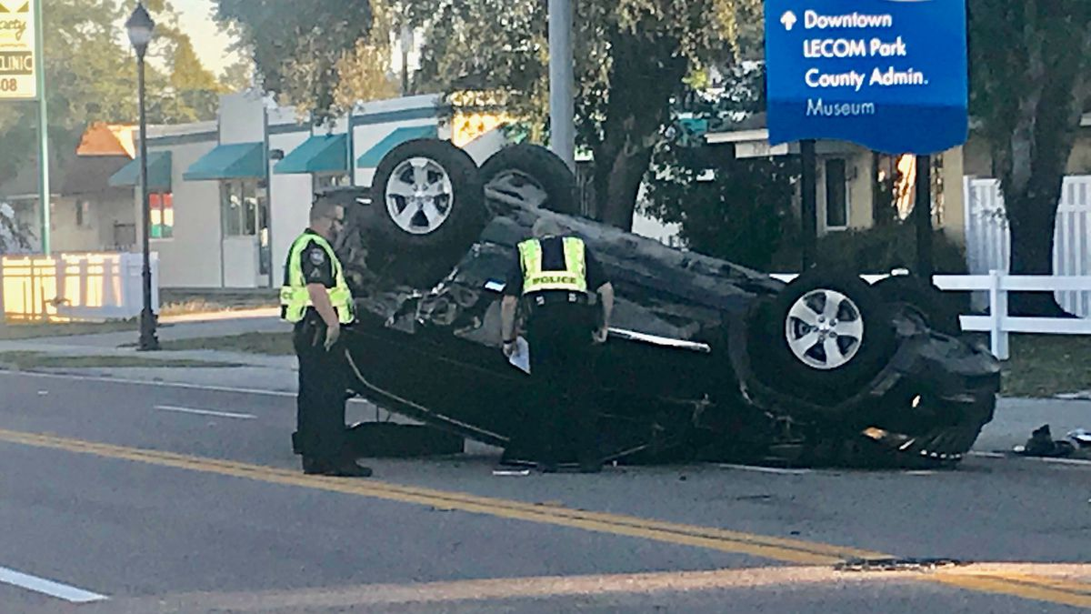 SUV and car collide at busy intersection in Bradenton