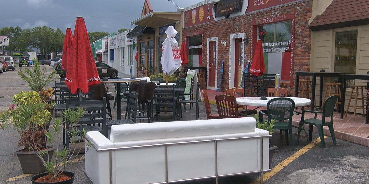 Pizza restaurant in Sarasota having issues with their outdoor seating for dining