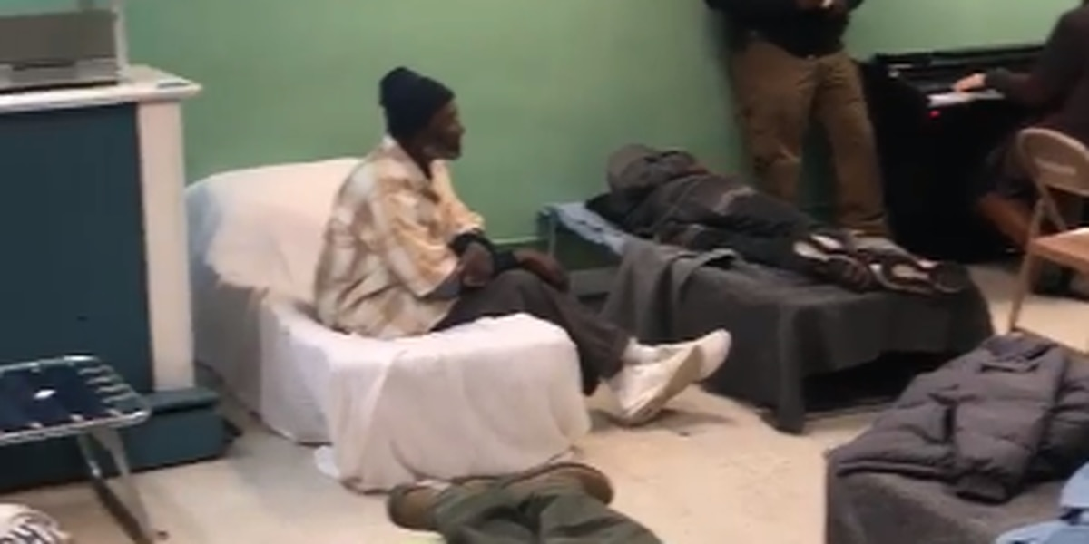 HEARTWARMING VIDEO: Former Sgt. sings to homeless taking shelter during cold