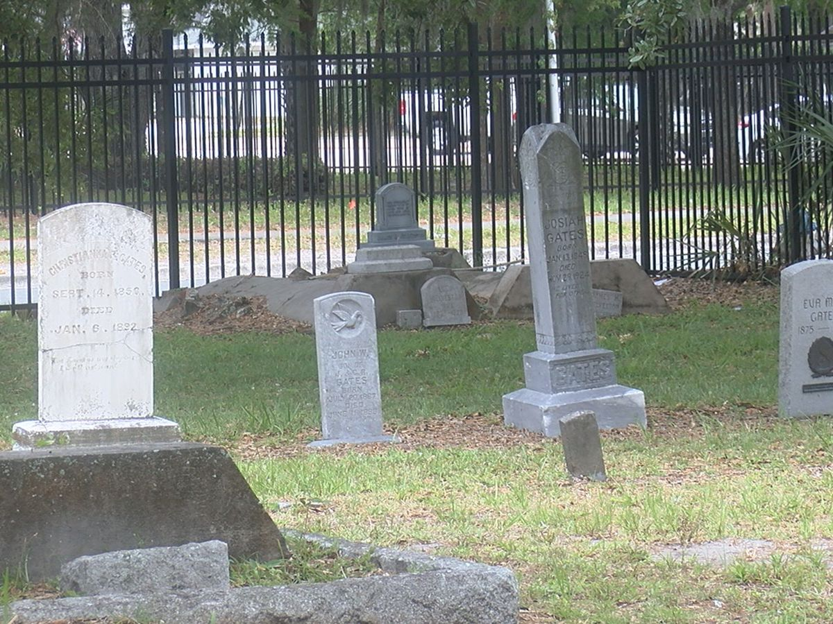 Manatee County preserves history with headstone cleaning